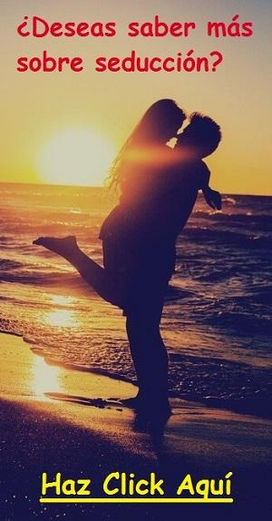 Hombre-abrazando-a-una-mujer-en-la-playa