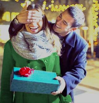 cómo impresionar a una mujer con un regalo