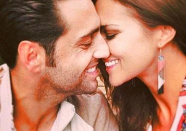 hombre y mujer besandose