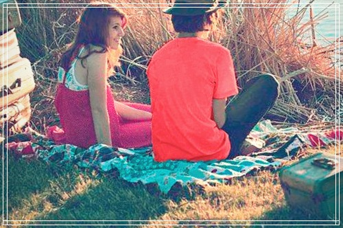 hombre y mujer en un picnic