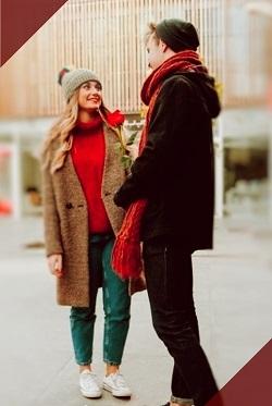 hombre cortejando a una mujer en la calle